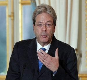 Italian Premier Paolo Gentiloni attends a press conference with French President Francois Hollande after their talks at the Elysee Palace in Paris, Tuesday, Jan.10, 2017. (AP Photo/Christophe Ena) France Italy