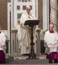 ROM02. Rome (Italy), 21/01/2017.- Pope Francis (C) celebrates a Mass at the end of the Jubilee of the Dominicans at Basilica of St. John Lateran in Rome, Italy, 21 January 2017. (Papa, Roma, Italia) EFE/EPA/GIORGIO ONORATI ITALY POPE DOMINICANS JUBILEE