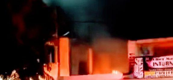 Incendio en negocio de carnitas