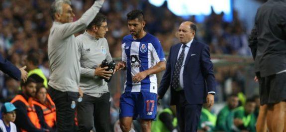 Tecatito Corona seguirá en el Porto, aseguró su representante
