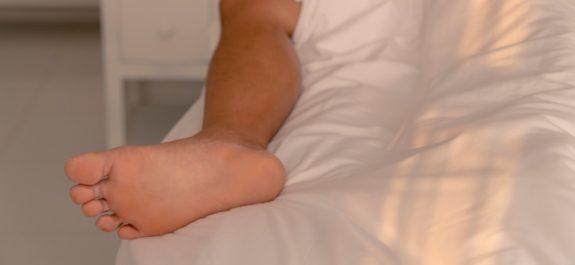 dormir-pie-fuera-cama