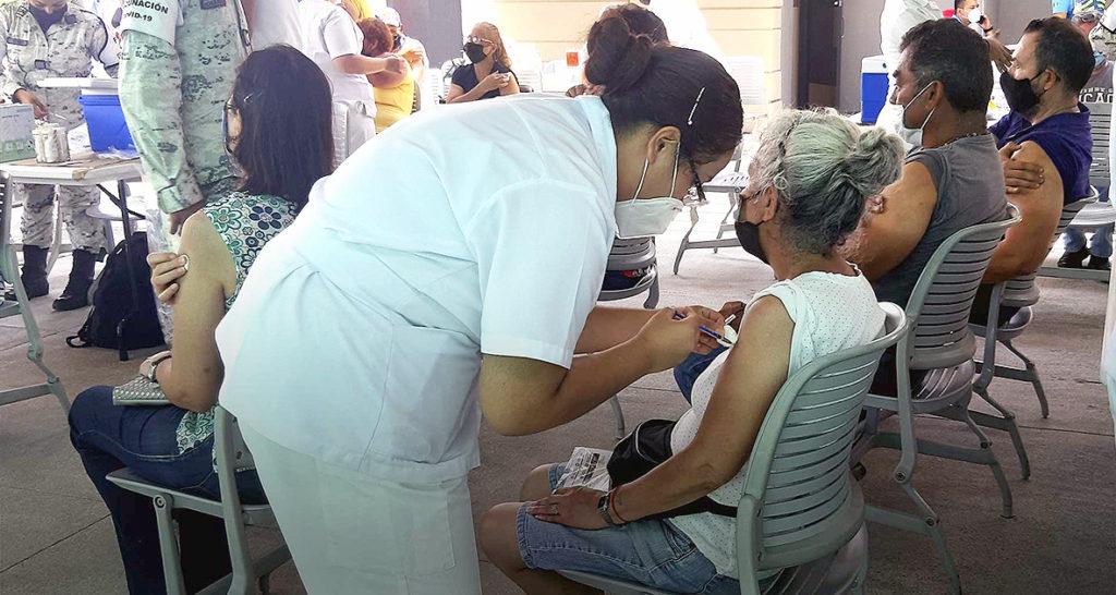 Vigente vacunación para rezagados y de 18 y más años en primera dosis
