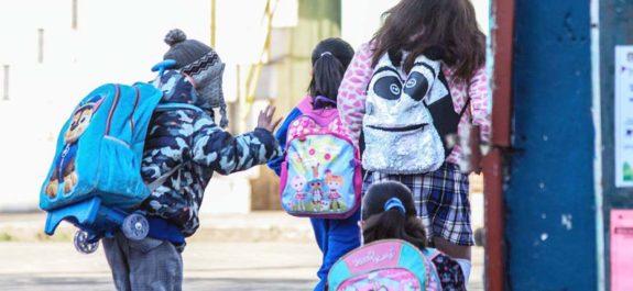 Asisten a clases presenciales 3 niños con síntomas parecidos al Covid