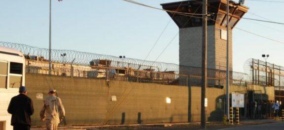 Exmilitar de EU reconoce ante la televisión alemana torturas en Guantánamo