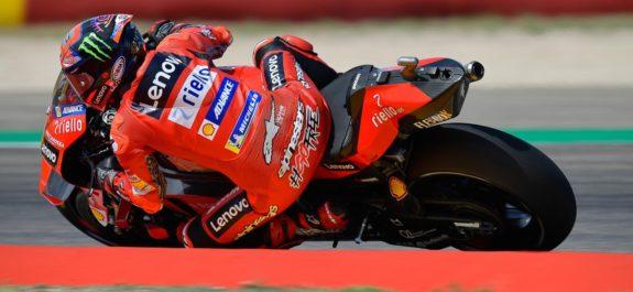 Carrera por nota de Pecco Bagnaia en MotoGP y se lleva la victoria en el Gran Premio de MotorLand en Aragón