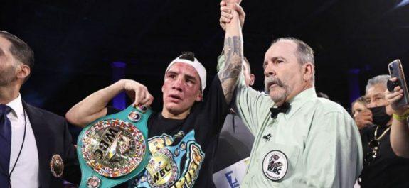 Óscar Valdez retuvo título Superpluma con polémica decisión unánime sobre Conceicao