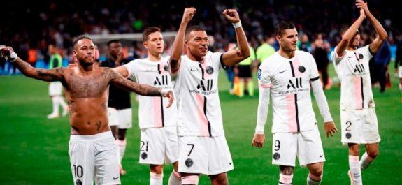 PSG derrotó de último minuto al Metz con doblete de Hakimi