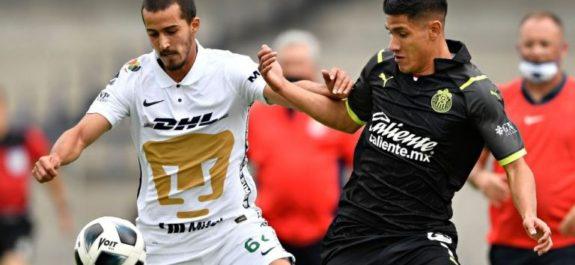 Pumas y Chivas repartieron unidades en deslucido juego