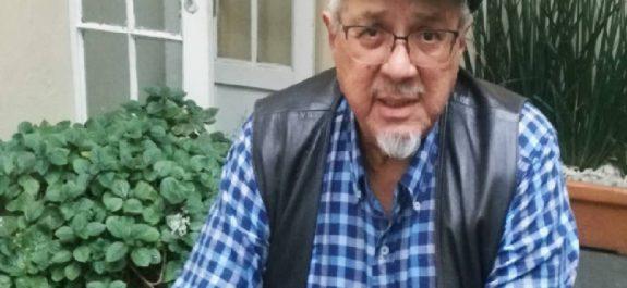escritor Orlando Ortiz