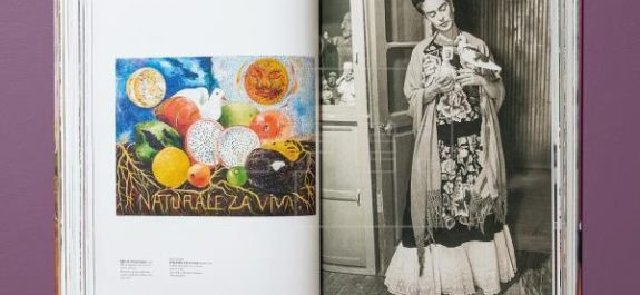 monografía XXL sobre vida y obra de Frida Kahlo