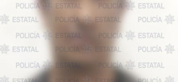 """Fueron asegurados y remitidos tres sujetos en hechos distinto al haberles encontrado en posesión de droga. Los sospechosos fueron puestos a disposición de las autoridades correspondientes para responder por el o los delitos en los cuales hayan incurrido en sus acciones. Se dio a conocer, a través de un comunicado que, como resultado de los operativos preventivos llevados a cabo para inhibir la comisión de hechos delictivos, en diferentes acciones, Policías Estatales detuvieron a tres hombres por el presunto delito de posesión de droga. El primero de los aseguramientos se registró en la avenida San Nicolás de los Jassos, entre las inmediaciones de Ciudad satélite y el entronque con la carretera Interestatal Santo Domingo-Cerro Gordo, en la municipalidad de Zaragoza, los elementos Estatales detuvieron a Benito G., de 41 años de edad, por presunta posesión de 10 dosis de la droga sintética """"cristal"""". El segundo de los hechos se registró en el fraccionamiento La Libertad, lugar en donde los agentes Estatales detuvieron a Juan R., de 44 años de edad, después de que le aseguraron 10 dosis de la droga sintética conocida como """"cristal"""". Por último, en la colonia San Jorge, en el municipio de Soledad de Graciano Sánchez, fue detenido Hugo M., de 26 años de edad, después de que se le aseguraron cuatro dosis de """"cristal"""", así como una motocicleta marca Yamaha, modelo 2006, color blanco, con placa de esta entidad. Los detenidos, así como la droga asegurada, quedaron a disposición de la Fiscalía General del Estado."""