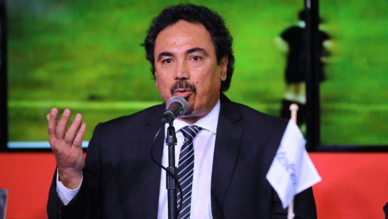 Hugo Sánchez acusado de actos racistas por un exjugador salvadoreño