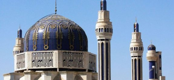 La extraña historia del Corán que Saddam Hussein