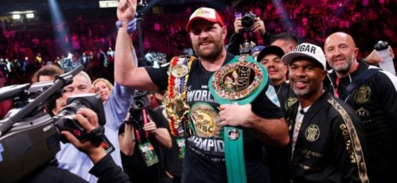 Tyson Fury venció a Deontay Wilder con un KO impactante en el fin de la trilogía