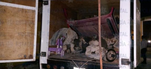 Catean vivienda donde desmantelaban vehículos robados